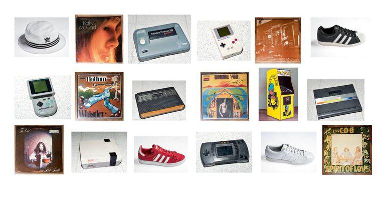 Conjunto de objetos retrô: Tênis e chapéu da Adidas Originals, linha que recupera os modelos vintage da marca; consoles como o Atari Lynx e o Game Boy original, que fazem parte da coleção de Eduardo Álvarez; máquina de Pac-Man do salão de jogos Arcade Planet, e vinis do colecionador Andreti Colombo
