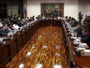 O novo Tribunal Supremo venezuelano, nomeado pela Assembleia que está saindo, em sua primeira reunião em Caracas.