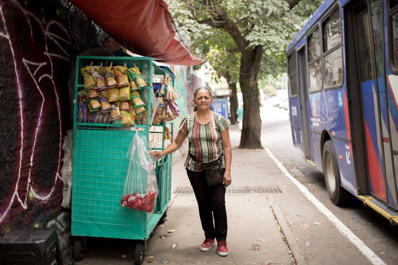 Josefa de Souza trabalha como ambulante há 25 anos.