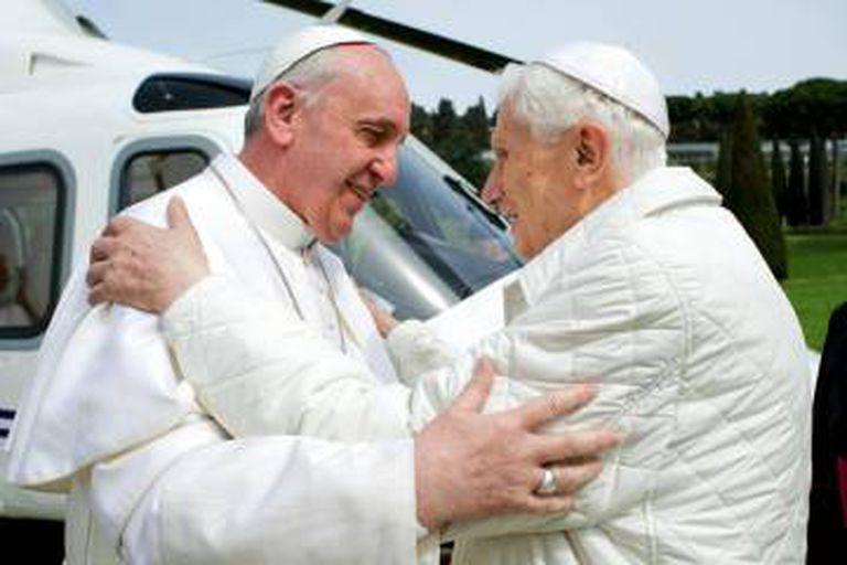 Uma visita do papa Francisco a Bento XVI em Castel Gandolfo em 23 de março de 2013.