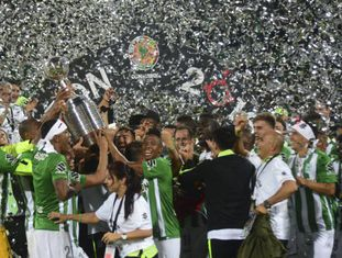 Jogadores do Atlético Nacional celebram o título da Libertadores.