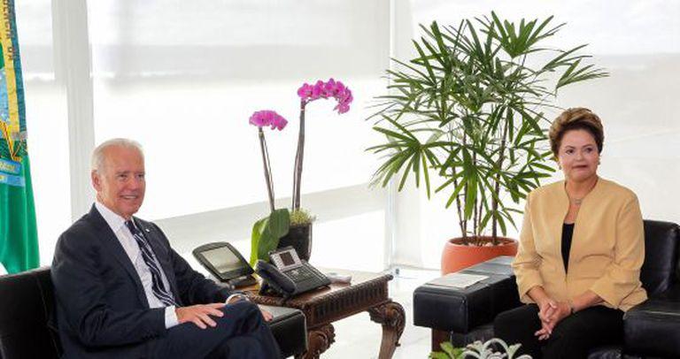 Biden e Rousseff durante o encontro em Brasília.