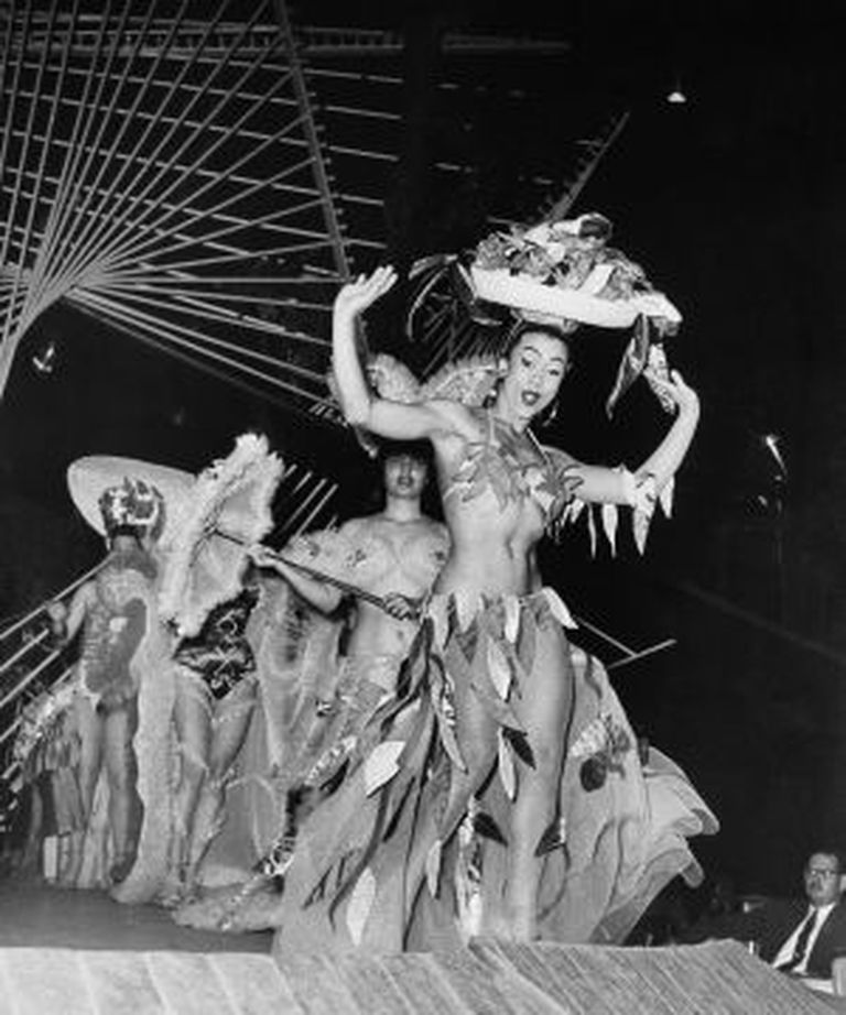 Uma atuação de Tropicana em 1956, ano em que Fidel Castro se alçou na Sierra Maestra