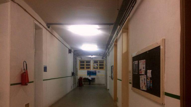 Um corredor vazio do Hospital Universitário Pedro Ernesto.