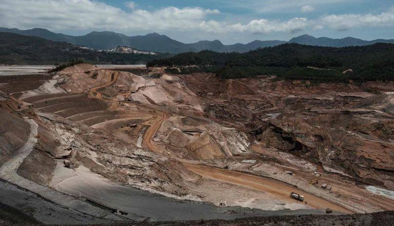 Foto de outubro de 2016 mostra a reconstrução da barragem.