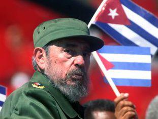 Raúl Castro anuncia pela televisão o falecimento do seu irmão, aos 90 anos, líder histórico da Revolução Cubana