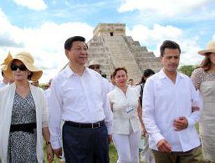O presidente chinês, Xi Jinping, com o colega mexicano, Peña Nieto, em sua visita ao México em 2013.