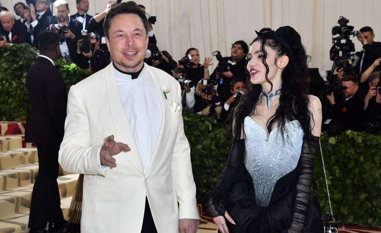 Elon Musk e Grimes no evento MET desse ano.