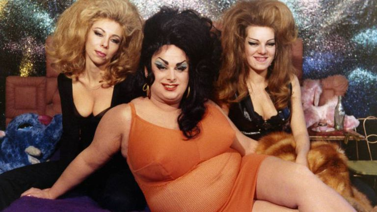 Da esquerda para a direita, Susan Walsh, Divine e Cookie Mueller em 'Problemas femininos'.