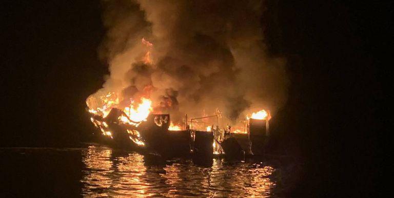 O 'Conception' ardendo. Imagem dos bombeiros de Santa Barbara.