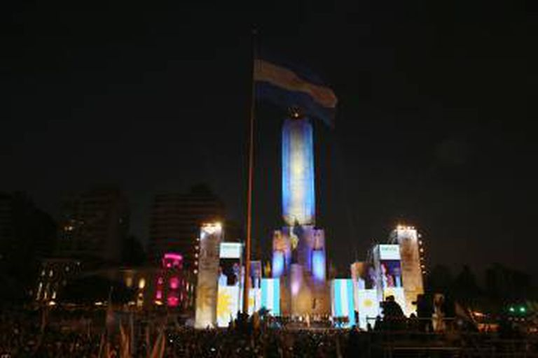 Comício de encerramento de campanha do kirchnerismo no Monumento à Bandeira, em Rosário.