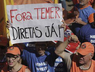 Manifestantes protestam em Brasília nesta quarta-feira.