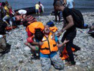 Atenas calcula haver até 17.000 refugiados na ilha de Lesbos, de 85.000 habitantes, que tem registrado ataques xenófobos