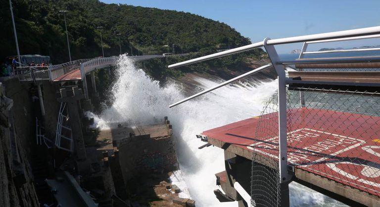 O trecho da ciclovia que desabou no Rio.