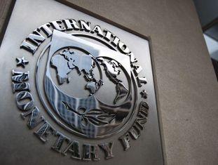 Logotipo do Fundo Monetário Internacional na sede da instituição, em Washington.