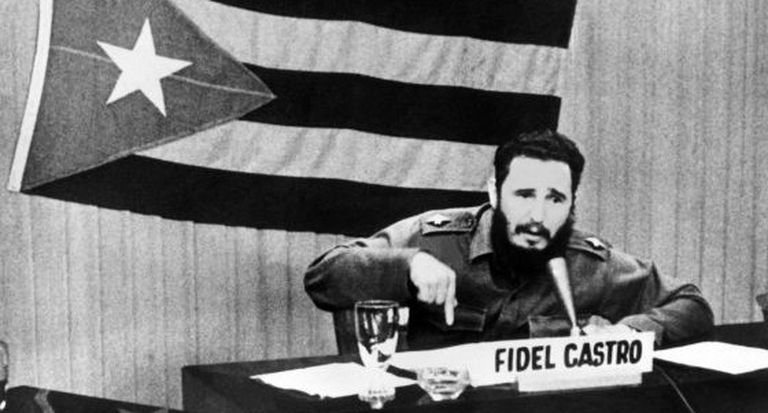 Fidel Castro discursa em Cuba durante a crise dos mísseis.