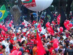 Manifestantes na Sé, em São Paulo.