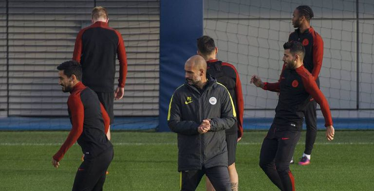 Guardiola e atletas do City, em prepação para o jogo desta terça.