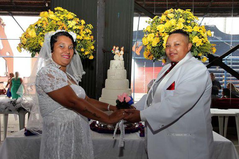 Casal em cerimônia no Rio. / Clarice Castro/ GERJ