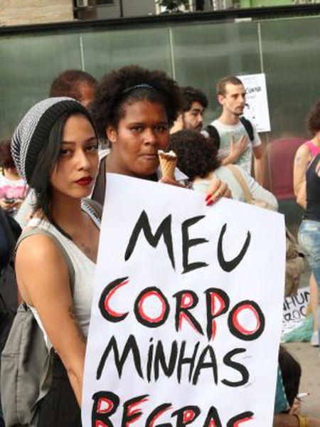 Mulheres no ato em São Paulo.