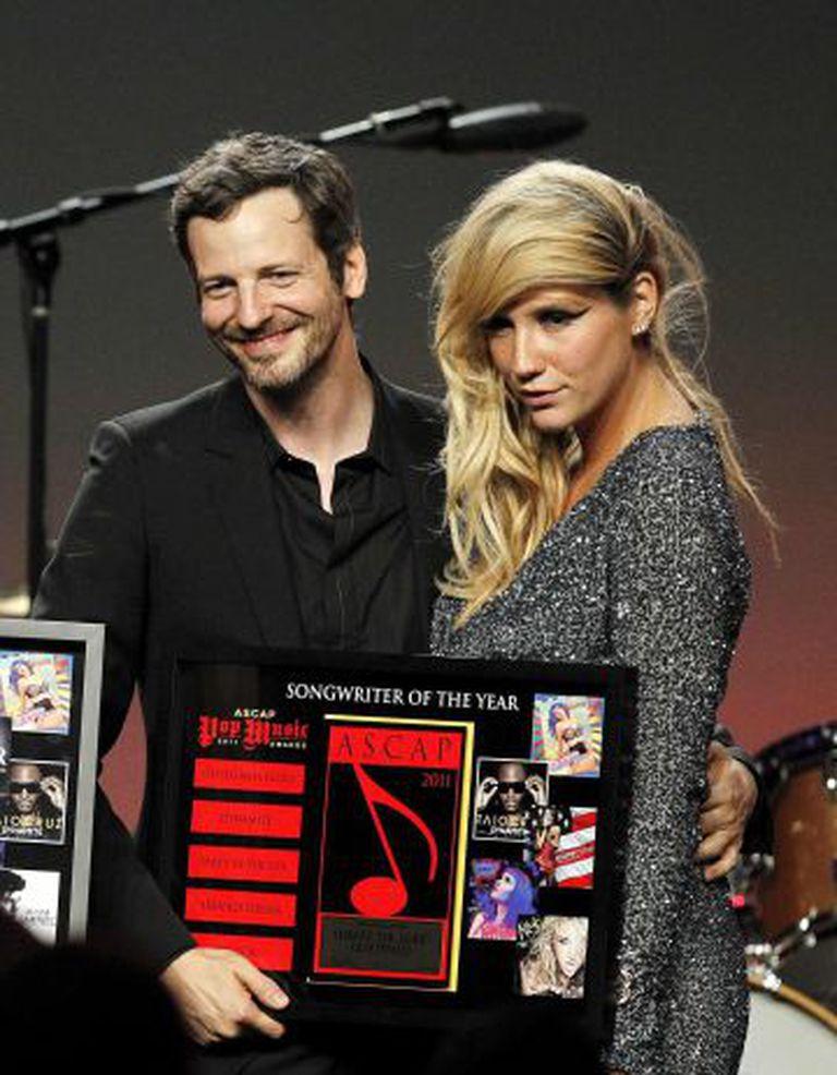 Dr. Luke e Kesha, durante uma entrega de prêmios em Los Angeles em 2011.