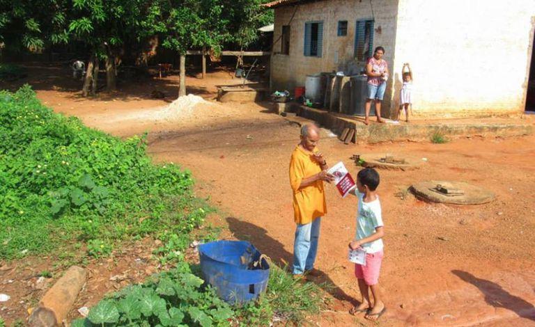 Moradores em uma região de Rio dos Bois, onde quase metade da população vive com menos de meio salário mínimo.