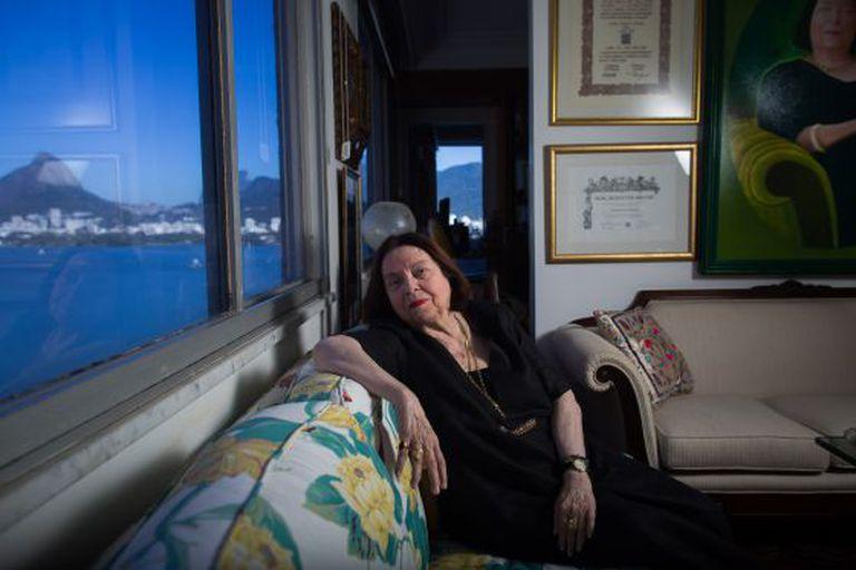 Nélida Piñón em seu apartamento no Rio.