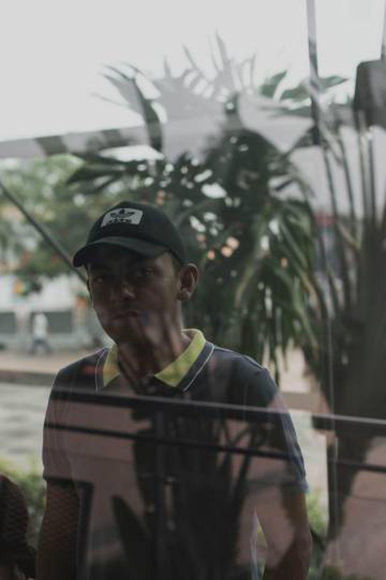 Cleberth Delgado, do Corpo de Investigações Científicas Penais e Criminalísticas (CICPC), em um centro comercial de Cúcuta.