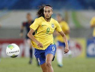 Andressa Alves, atacante do Brasil.
