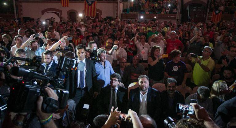 Carles Puigdemont e Oriol Junqueras no momento em que chegaram à Praça de Touros