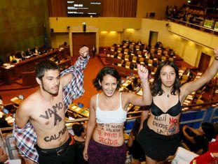 Manifestantes pró-aborto no Congresso do Chile.