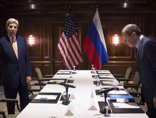 John Kerry, e o chanceler, Sergei Lavrov.