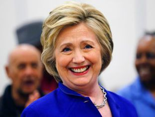 Agência Associated Press anuncia que ex-secretária de Estado tem 2.383 votos comprometidos um dia antes das últimas votações das primárias