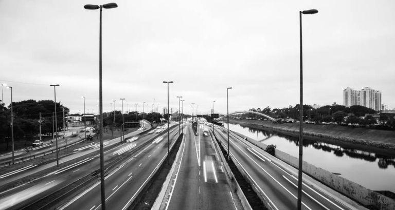 A vista das pistas expressas da Marginal a partir da ponte da Casa Verde, na Zona Oeste da cidade de São Paulo.