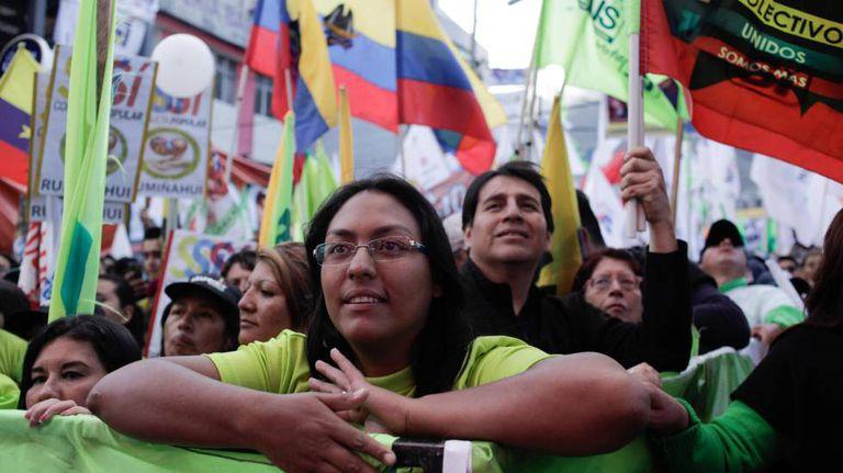 Simpatizantes apoiam presidente do Equador