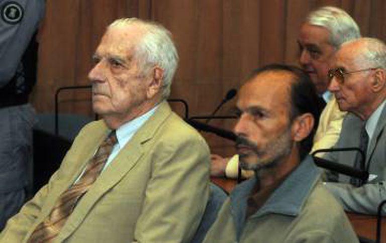 O ditador Bignone (esquerda) e Muiña no julgamento contra os dois em dezembro de 2011.