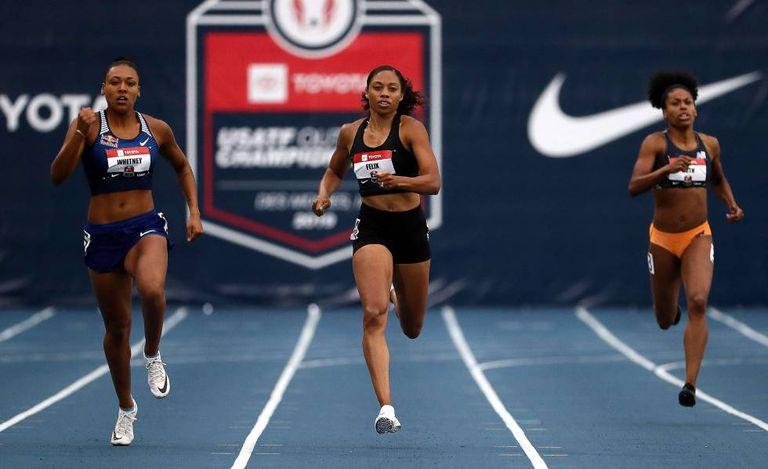 Allyson Felix (no centro), na série dos 400m em sua volta à competição no final de julho.