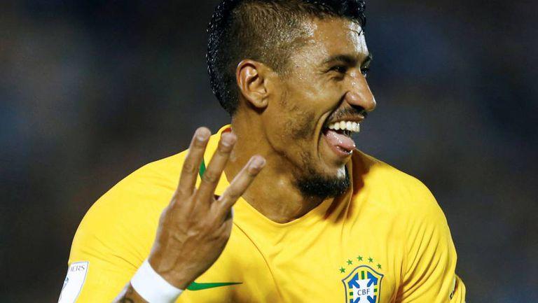 Paulinho, mostrando quantos gols fez na partida.