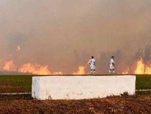 No domingo, o fogo interrompeu a partida entre Atlético Acreano e Luverdense no estádio Antonio Aquino Lopes, em Rio Branco, pela Série C do Campeonato Brasileiro.