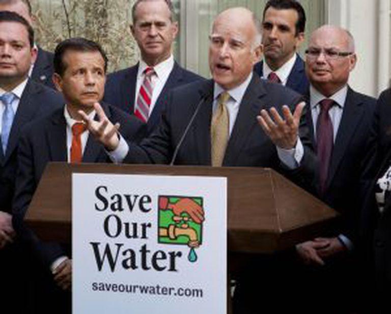 Jerry Brown, o passado 28 de abril.