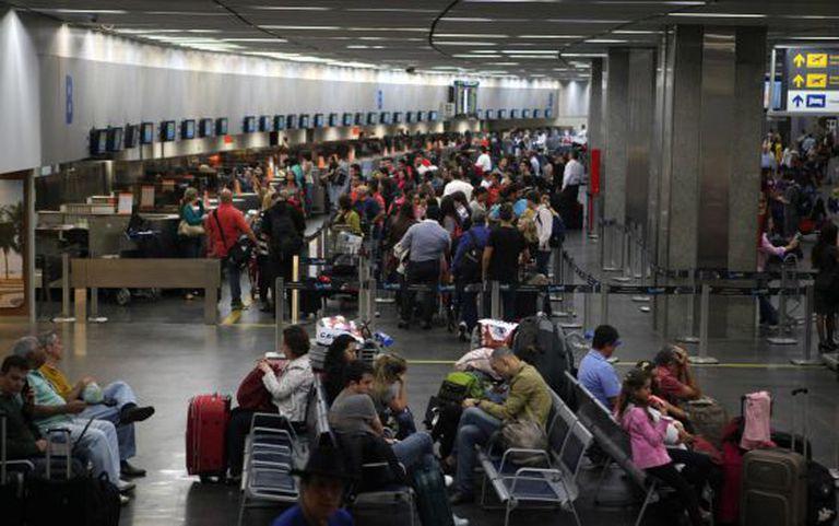Interior do aeroporto internacional do Rio de Janeiro.