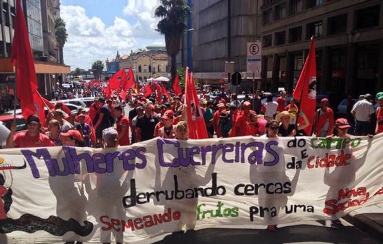 Sem-terra durante protesto no dia 12 em Porto Alegre.