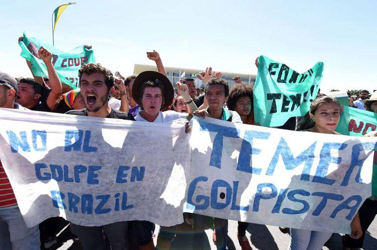 Manifestantes contra o impeachment, em Brasília.