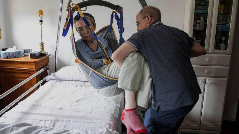 Ángel Hernández e María José Carrasco, em outubro, na sua casa em Madri