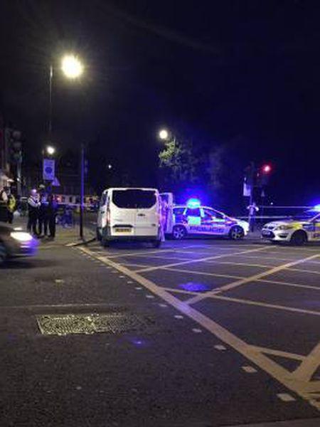 Usuários de redes sociais publicaram imagens da praça Russell minutos após o ataque com faca.