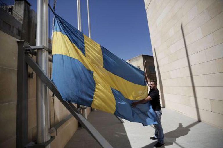 Um funcionário do consulado de Suécia em Jerusalém neste domingo.