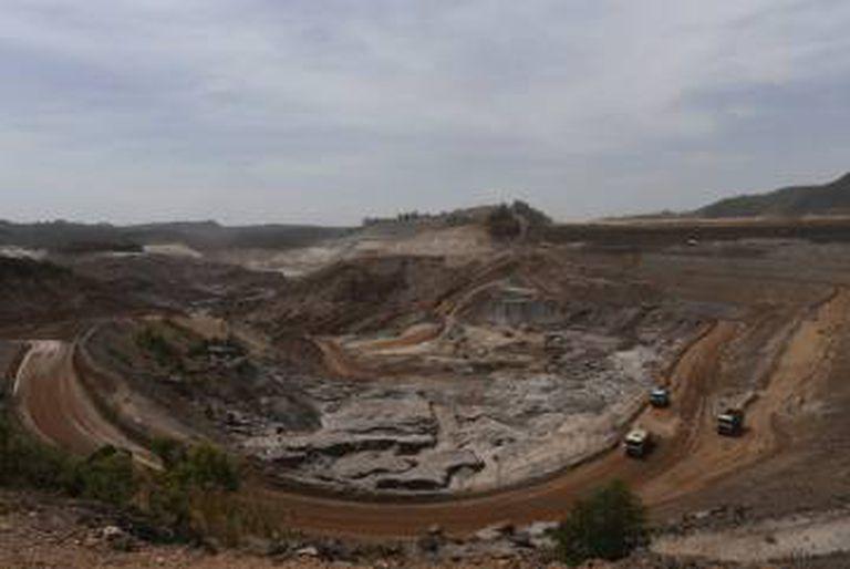 Barragem de Fundão, da Samarco, que se rompeu em novembro de 2015.