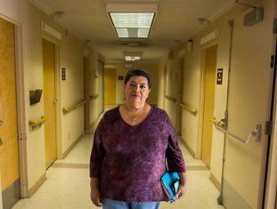 Betty Basulto, que tem cobertura médica graças ao Obamacare, em Bakersfield.