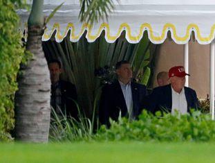 Trump deixa sua residência na Flórida neste domingo.