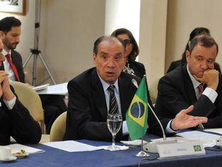 O chanceler brasileiro, Aloysio Nunes (C), em visita à Argentina, em março.